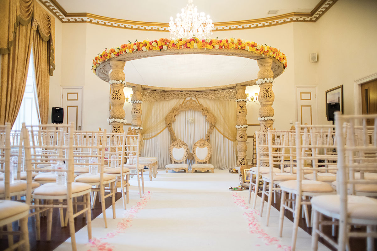 ceremony-room-with-floral-arch
