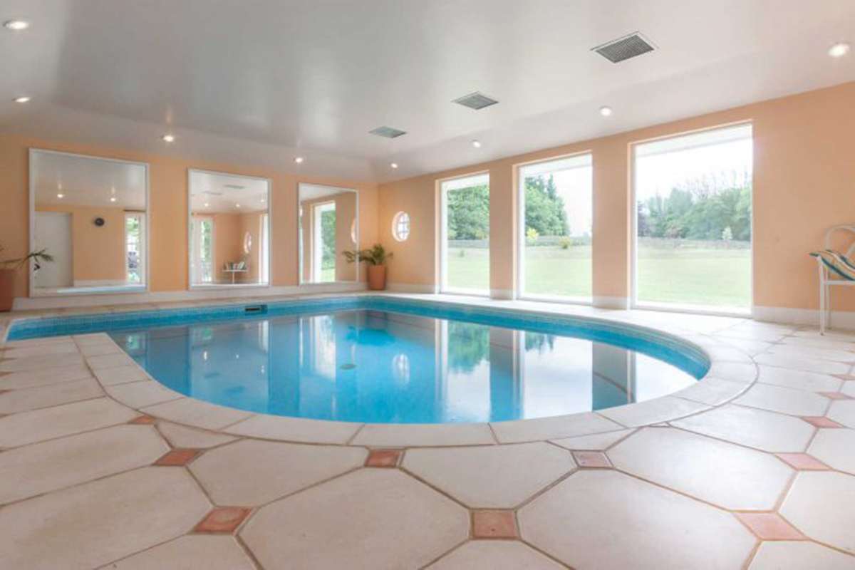 Highwards-Gartocharn-swimming-pool