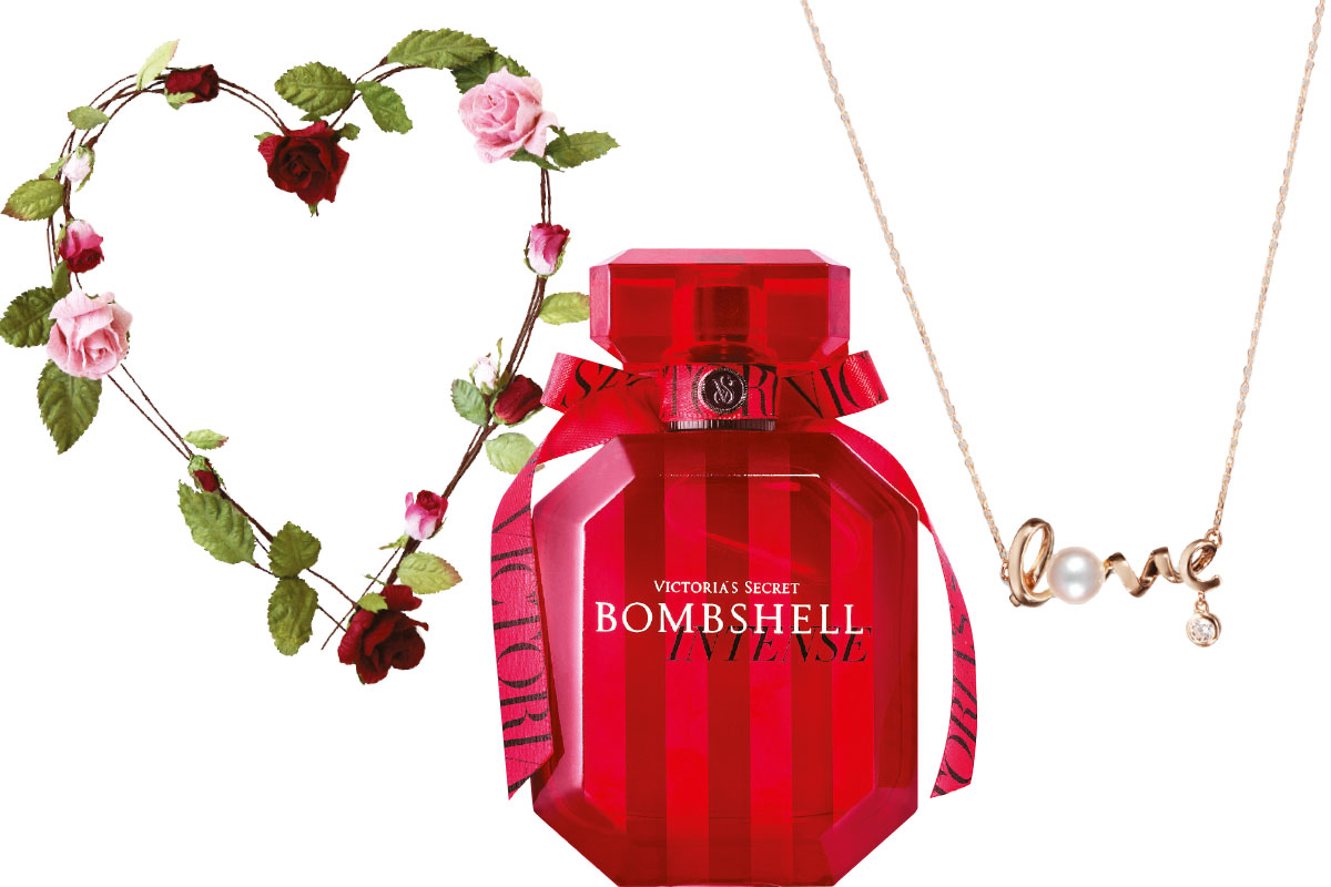 rose-heart-wreath-victoria-secret-bombshell-and-laings-love-necklace