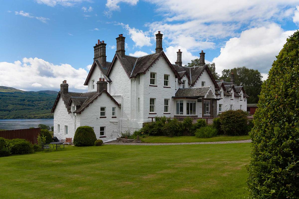 Stucktaymore-Killin-exterior-and-garden