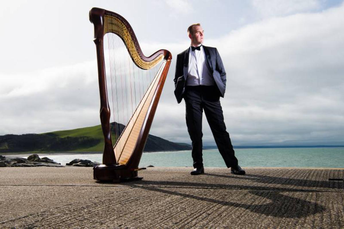 Llwelyn-Ifan-Jones-harpist