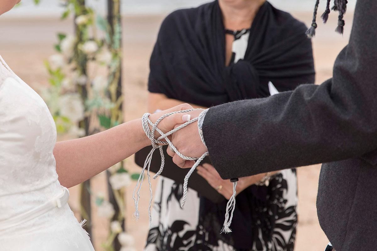 wedding-ceremony-hand-tying