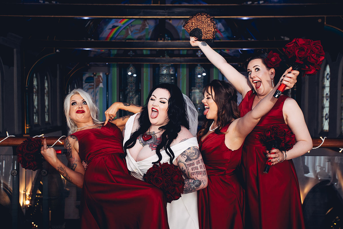bride-and-bridesmaids-making-silly-faces