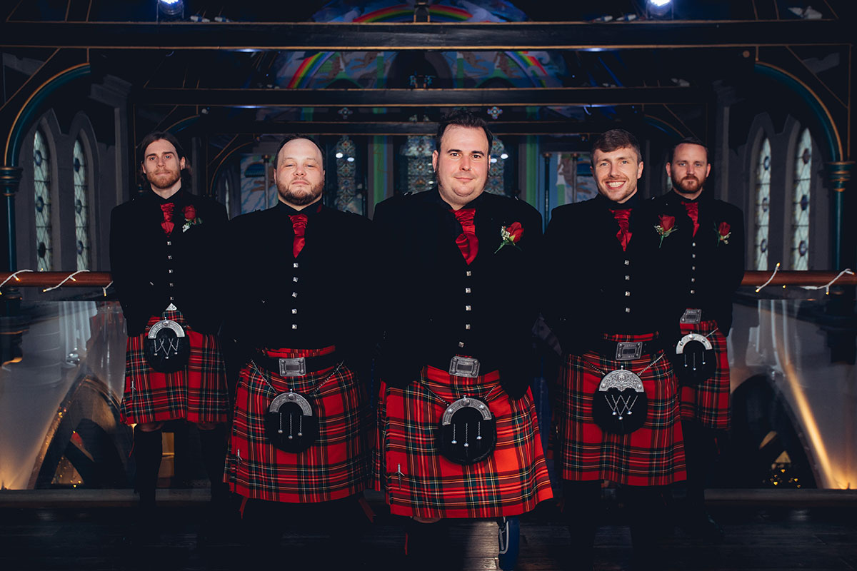 groom-and-groomsmen-wearing-red-kilt-outfits