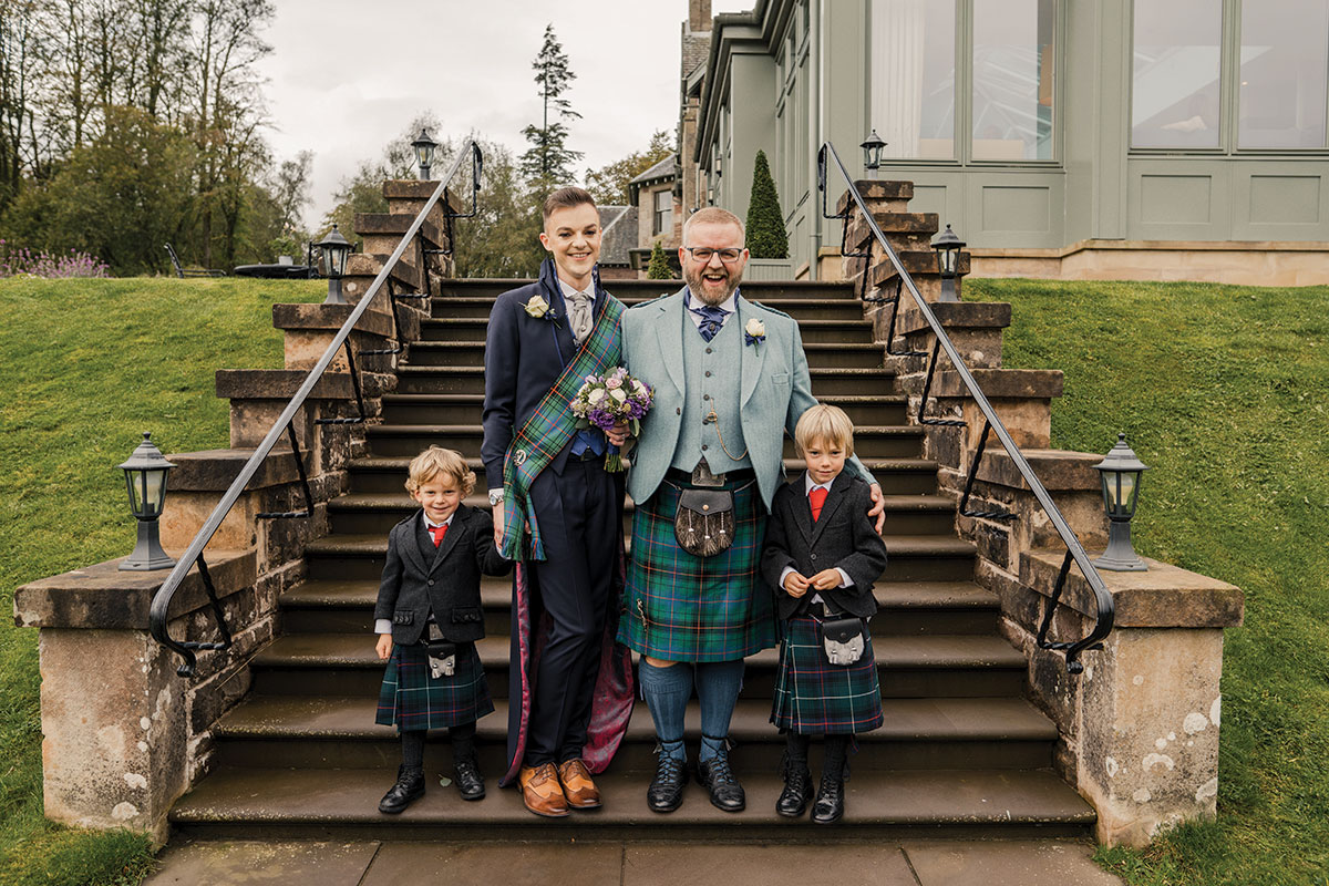 grooms-with-pageboys-in-kilts