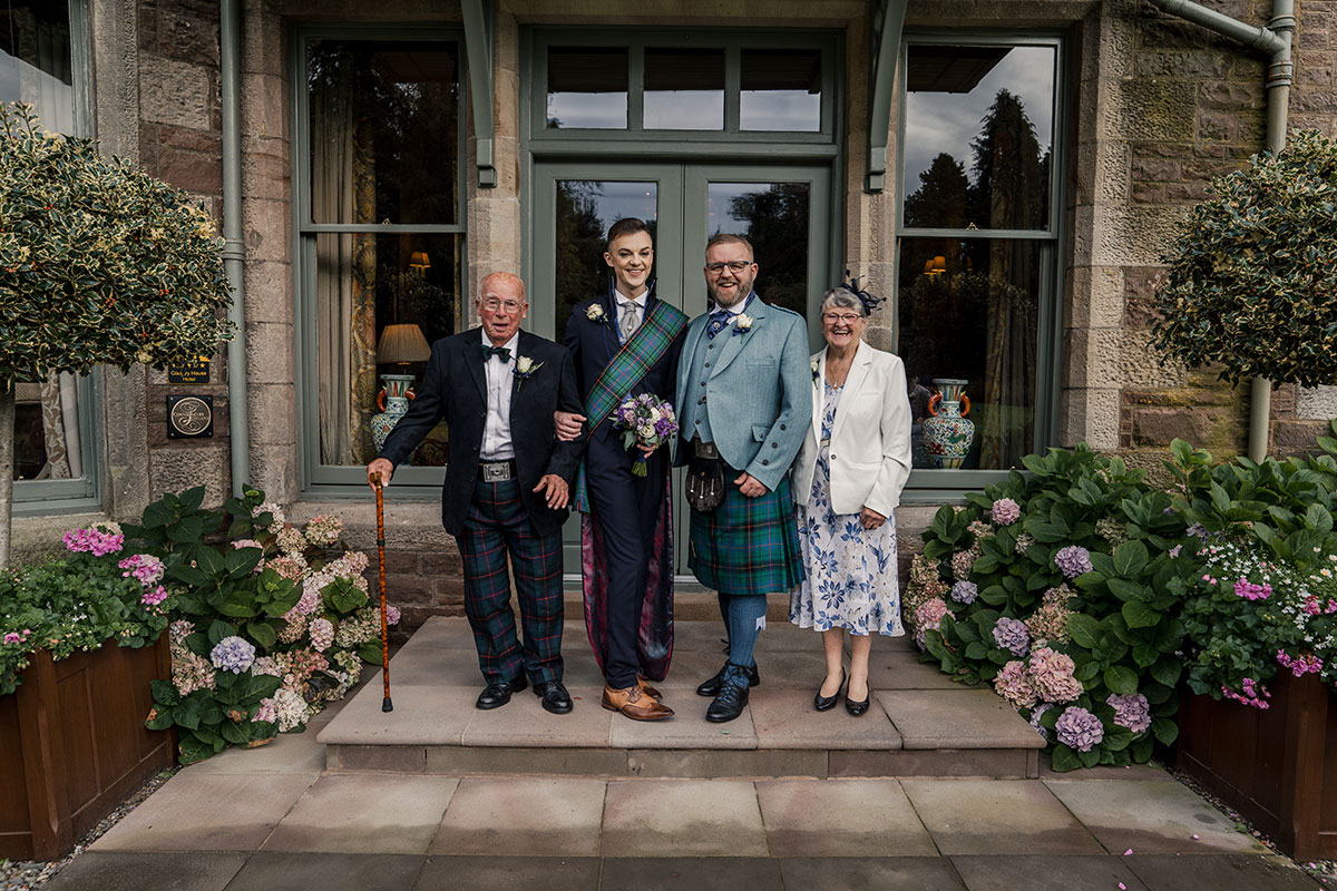grooms-with-one-set-of-parents