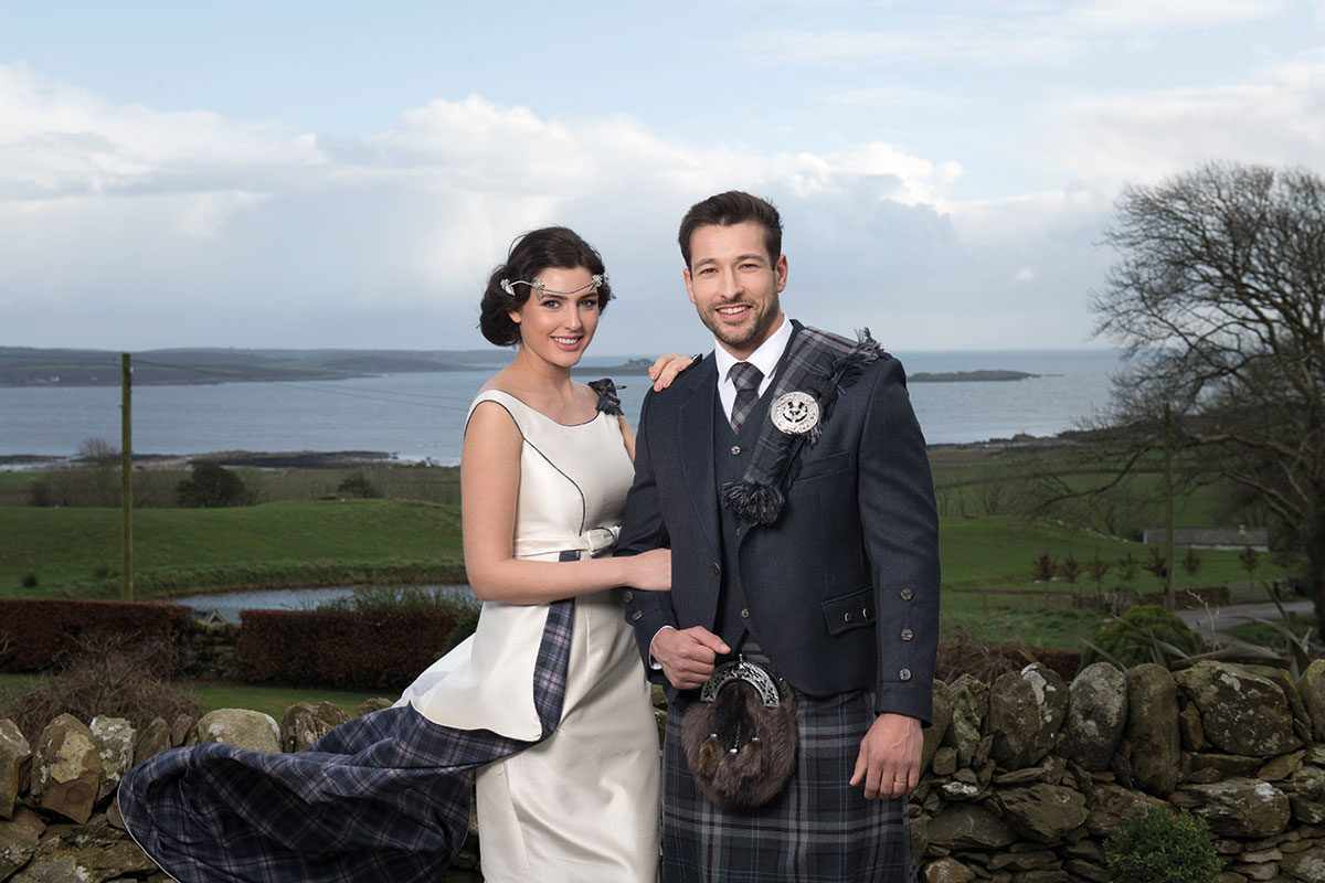 bride-and-groom-in-front-of-the-sea
