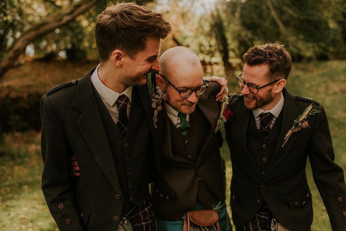 groom-and-groomsmen-in-kilts