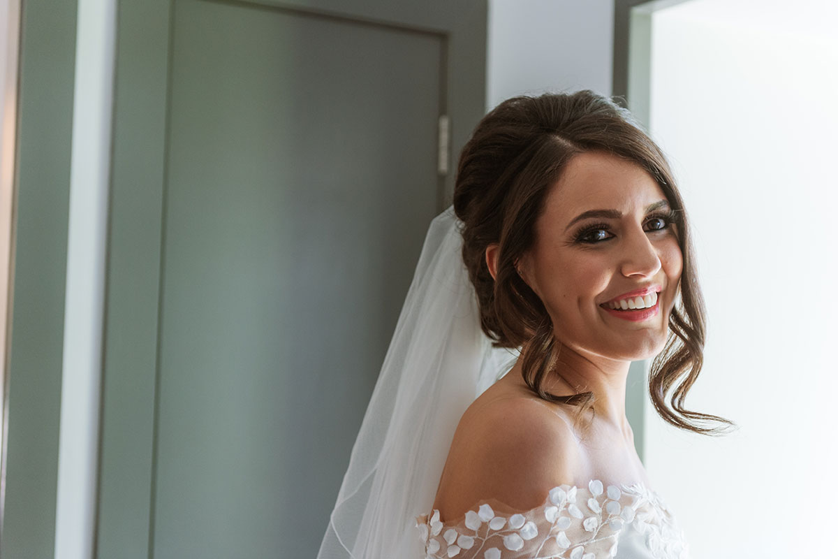 closeup-of-the-bride