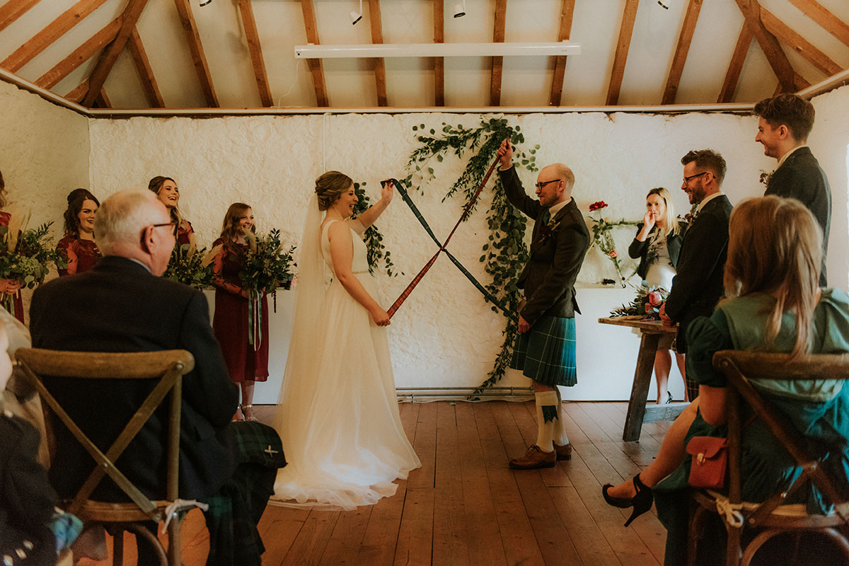 revealing-the-hand-tie-during-the-ceremony