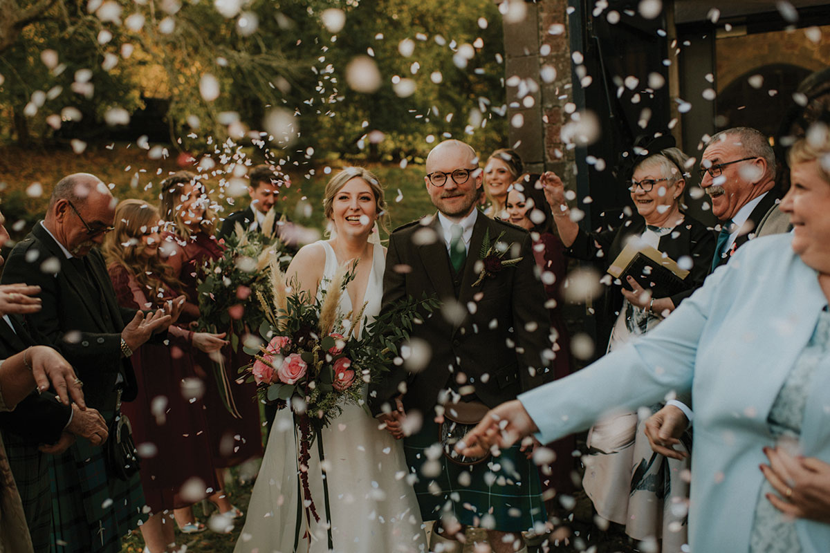 guests-throwing-confetti-on-couple