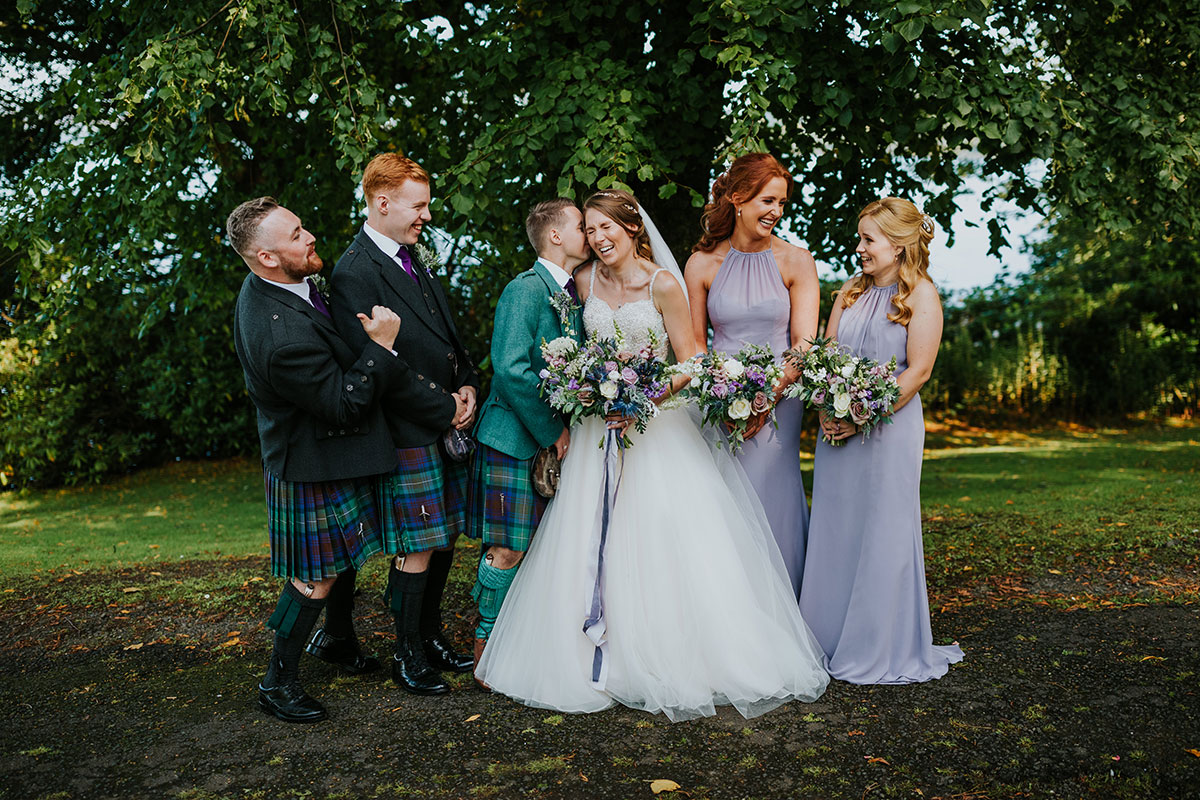 bridal-party-in-kilts-and-lilac-dresses