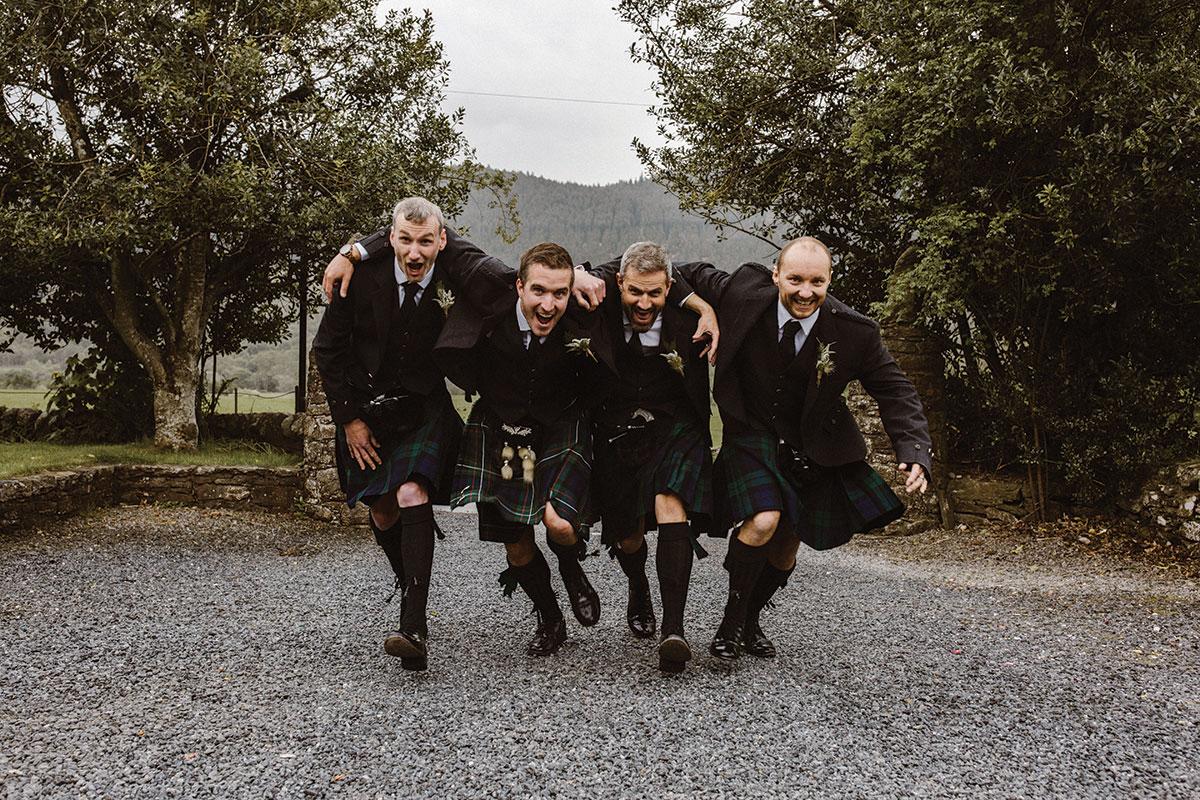 groomsmen-running-towards-the-camera