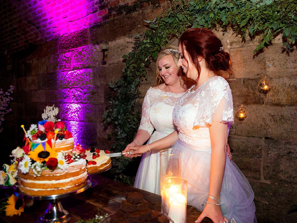 brides-cutting-their-cake