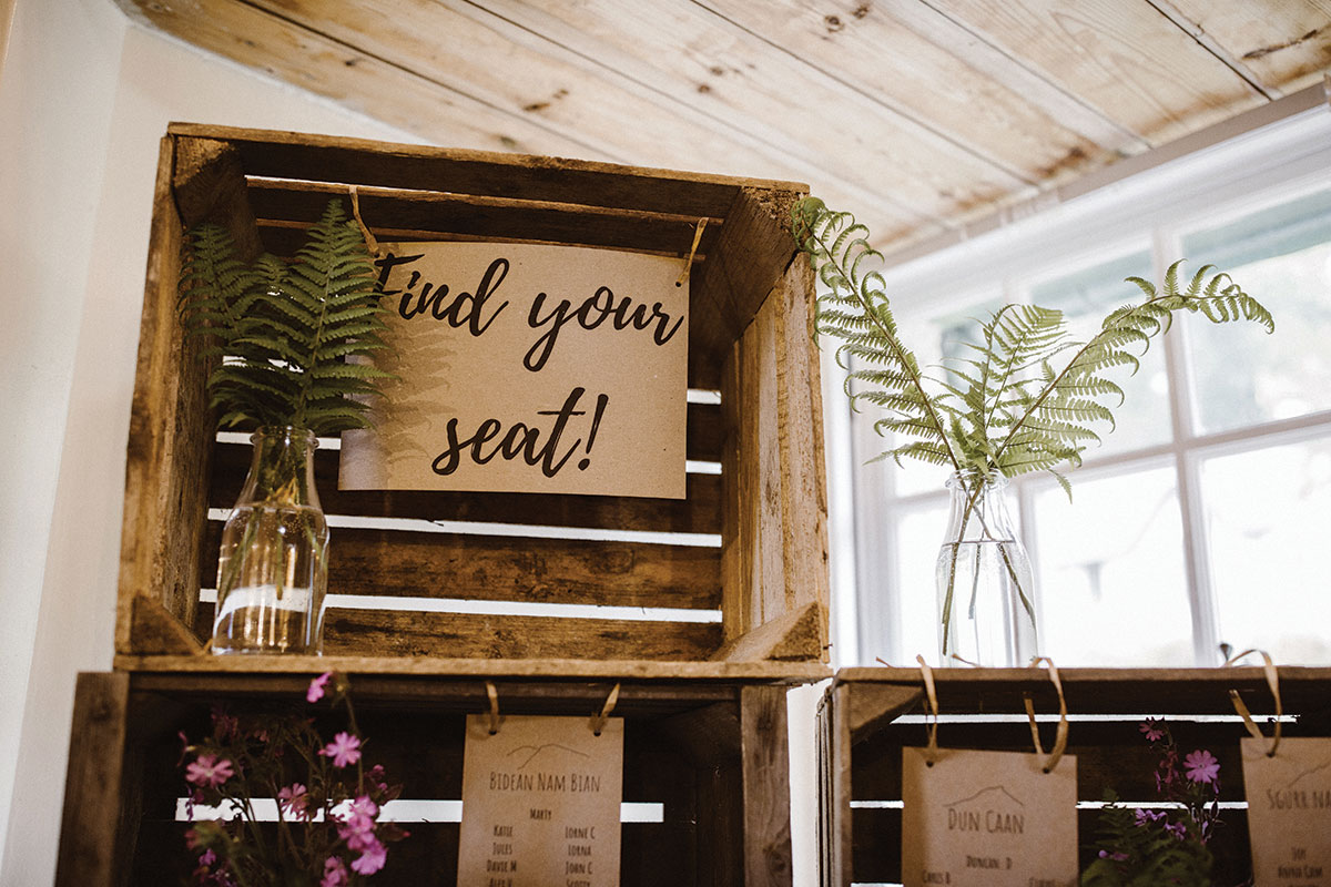 rustic-seating-plan-with-ferns