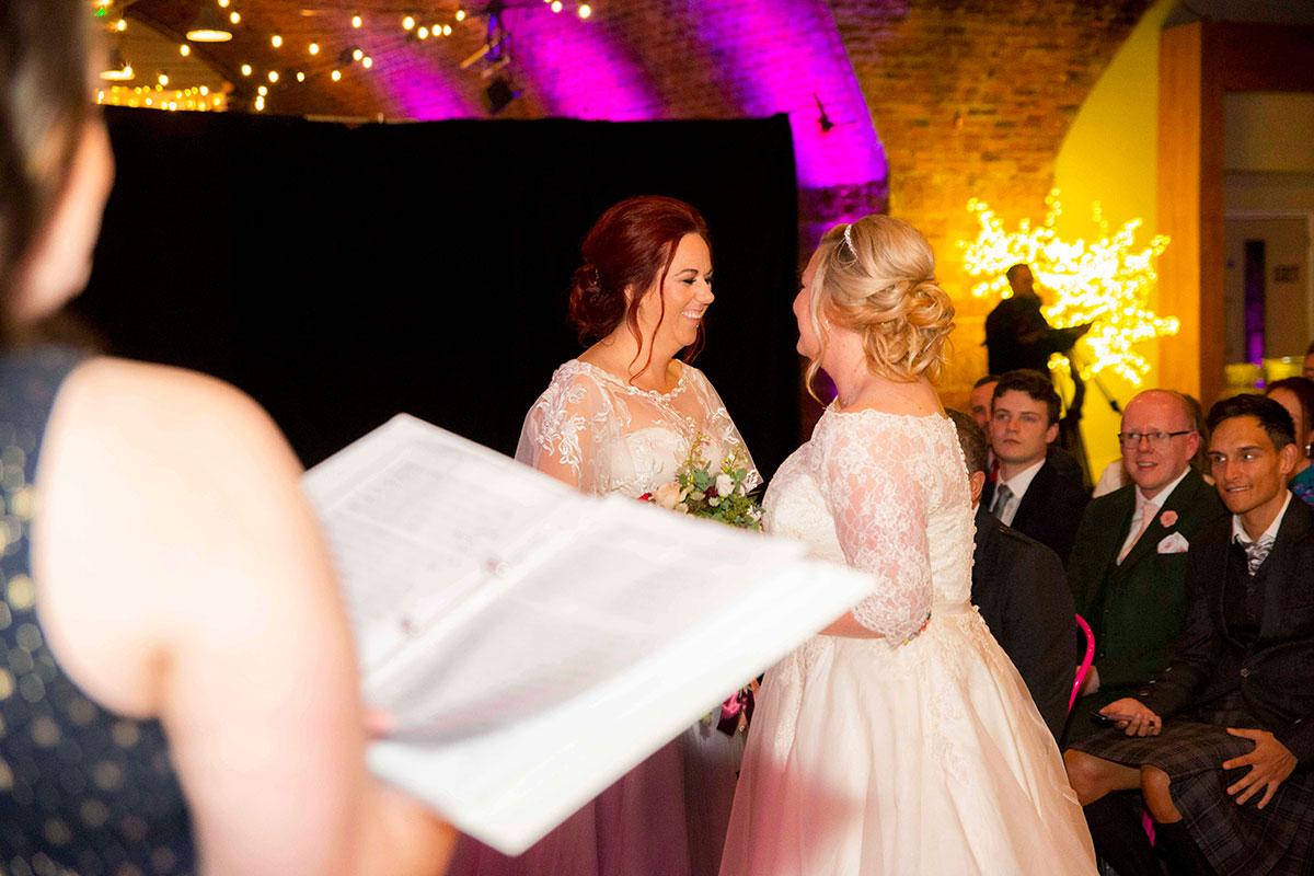 brides-during-ceremony