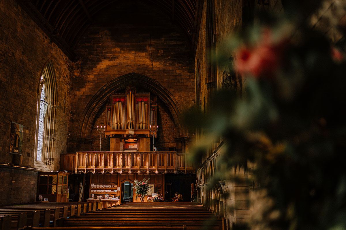 atmospheric-church-before-guests-arrive