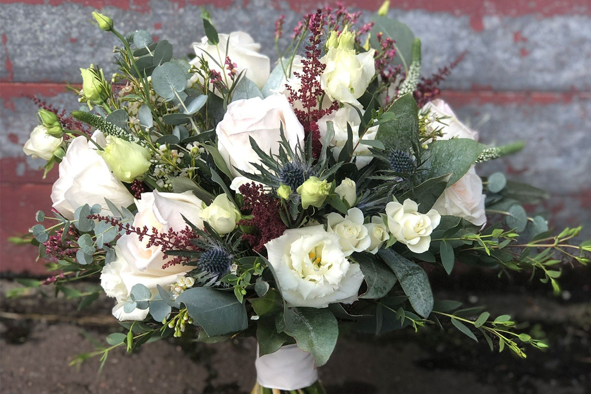Rose and thistle by Fleur & Blume