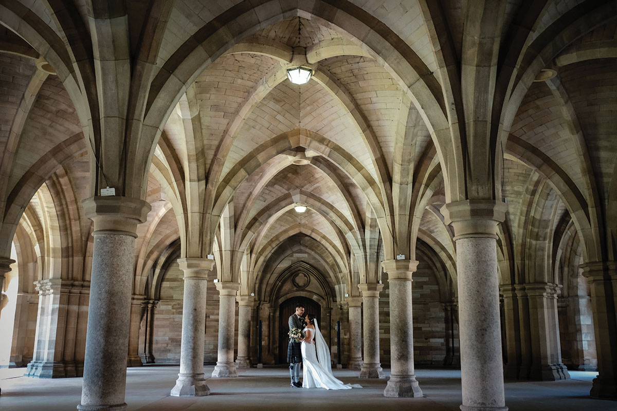 bride-and-groom-in-cloisters-at-glasgow-university