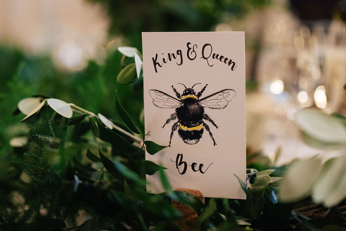bee-themed-wedding-table-centrepiece