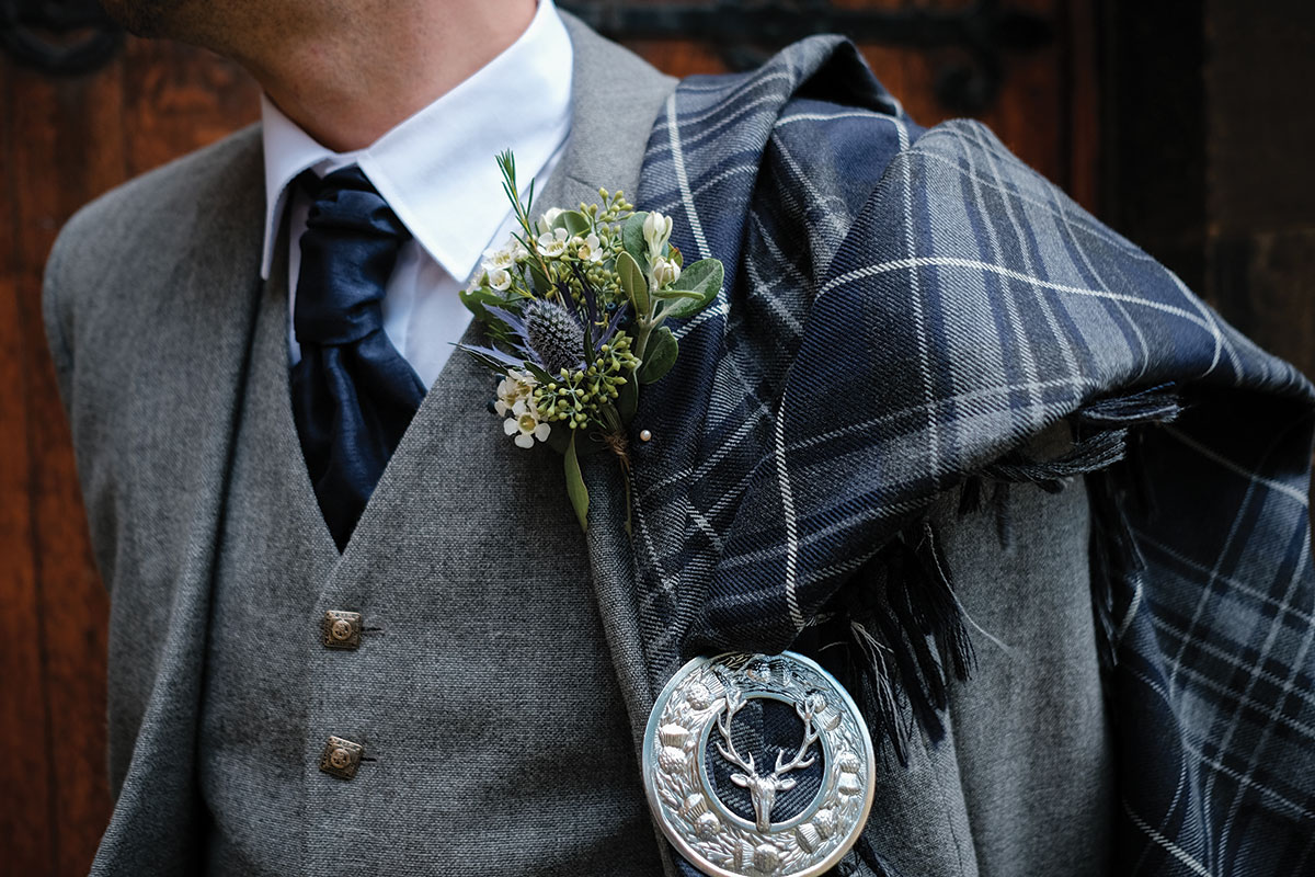 groom-close-up-of-tartan-fly-plaid