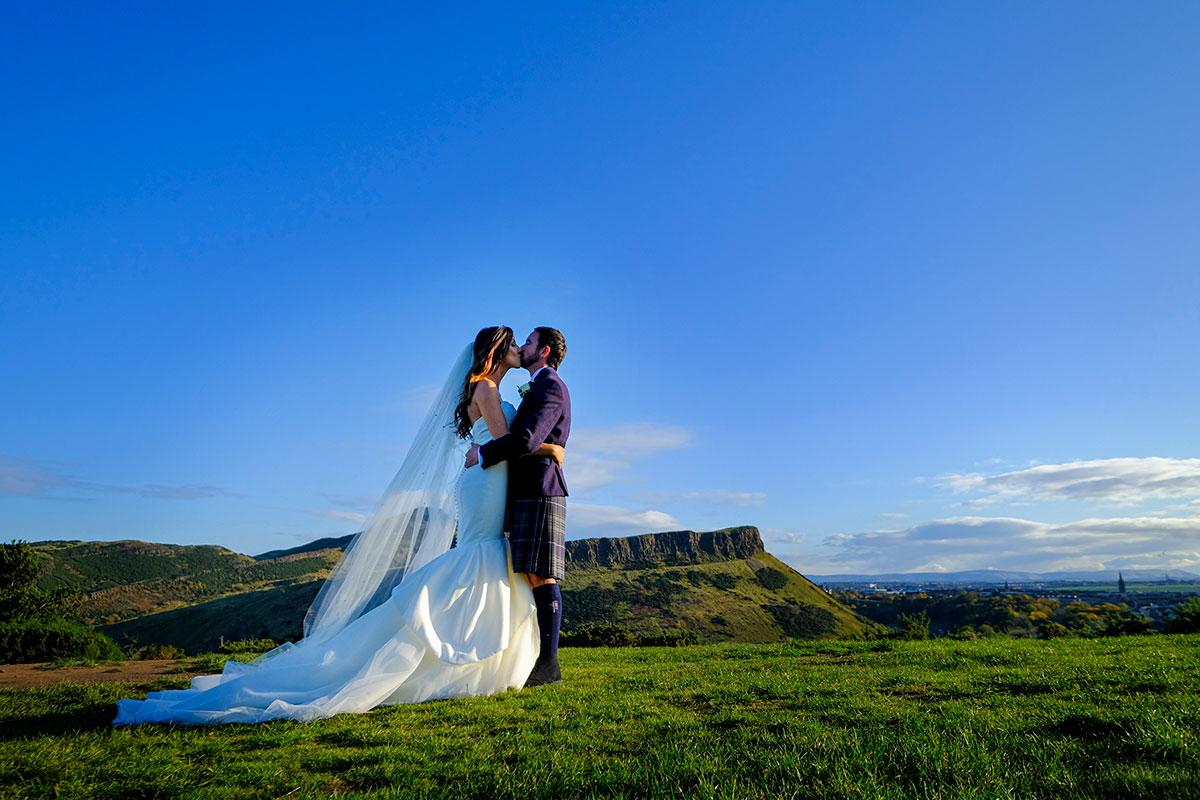 bride-groom-kissing-arthurs-seat
