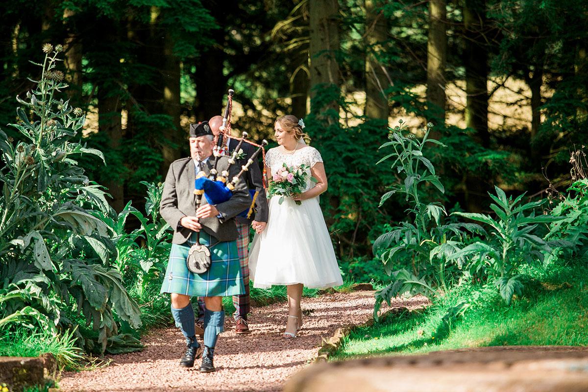 Hemera Visuals Dalswinton wedding bride dad and bagpiper