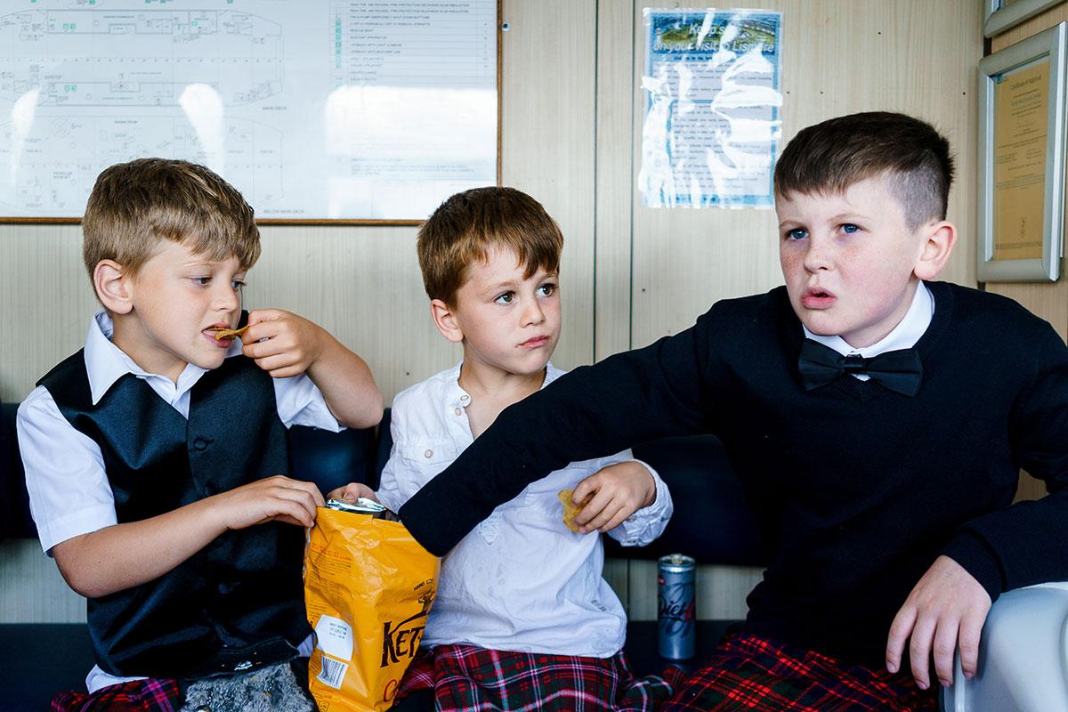 Isle-of-Lismore-Wedding-Photography-Barry-Robb-boys-on-ferry-eating-crisps