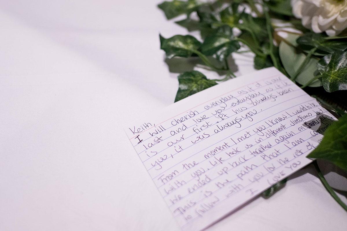 brides-handwritten-vows-on-notecard