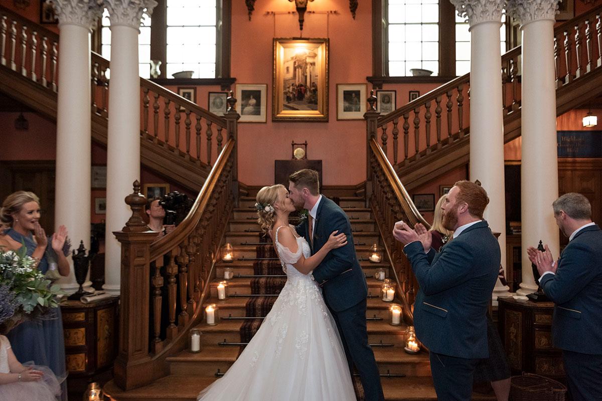 bride-groom-kissing-errol-park