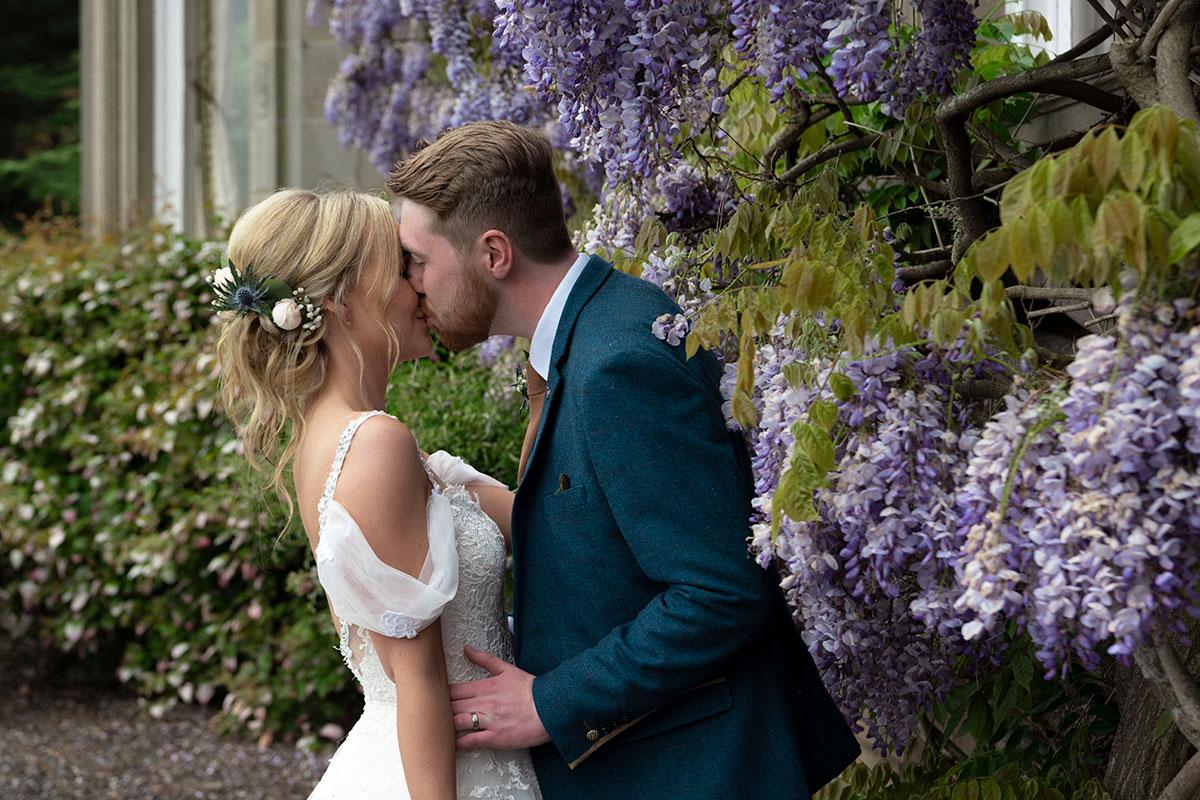 _bride-and-groom-kissing-lilac-flowers-errol-park