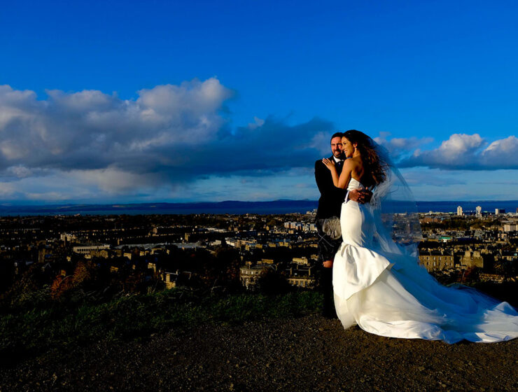 bride-groom-arthurs-seat-edinburgh-view-blue-sky