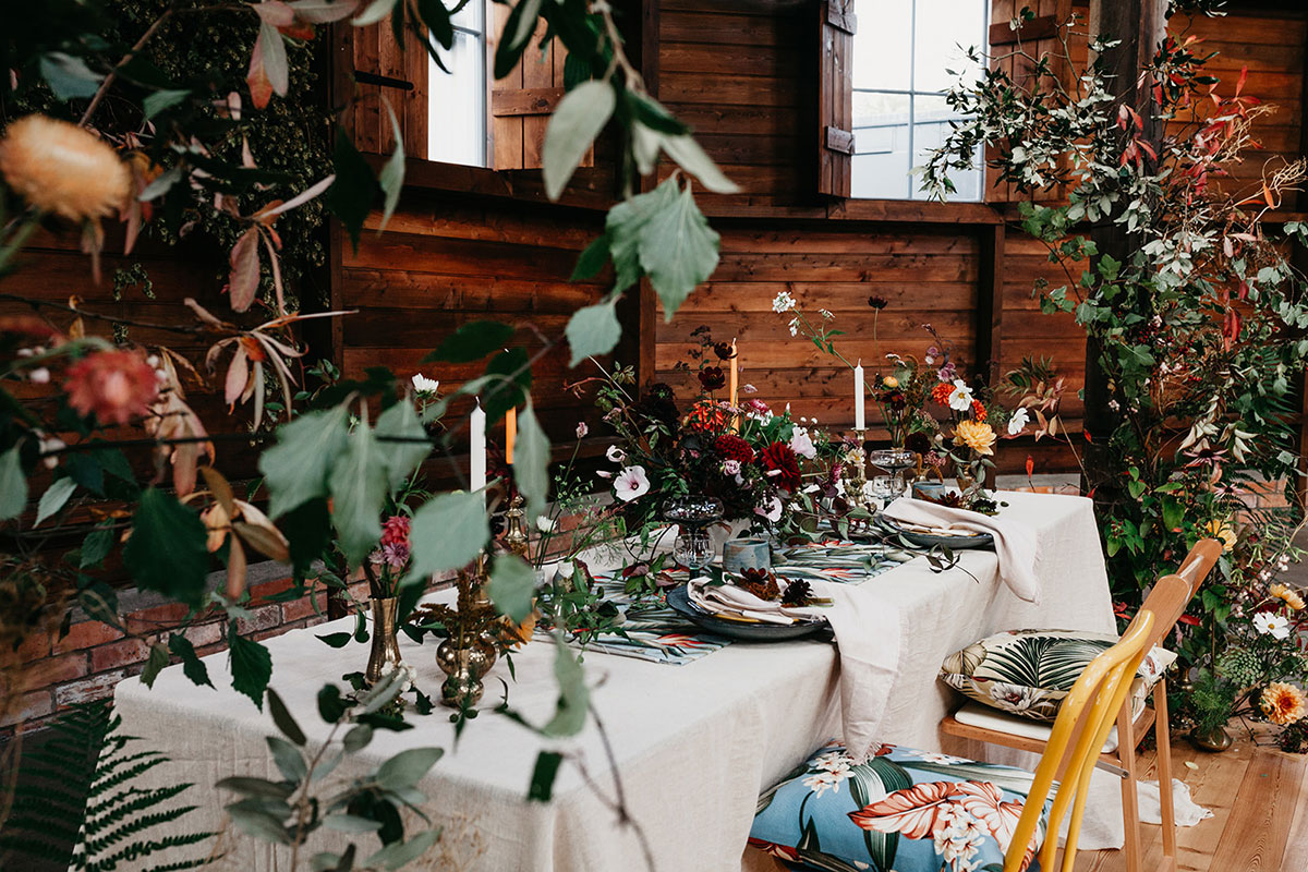 The Elopement Society dinner table styled micro wedding photo shoot at the Mart East Lothian wedding venue with flowers by Studio Seapink