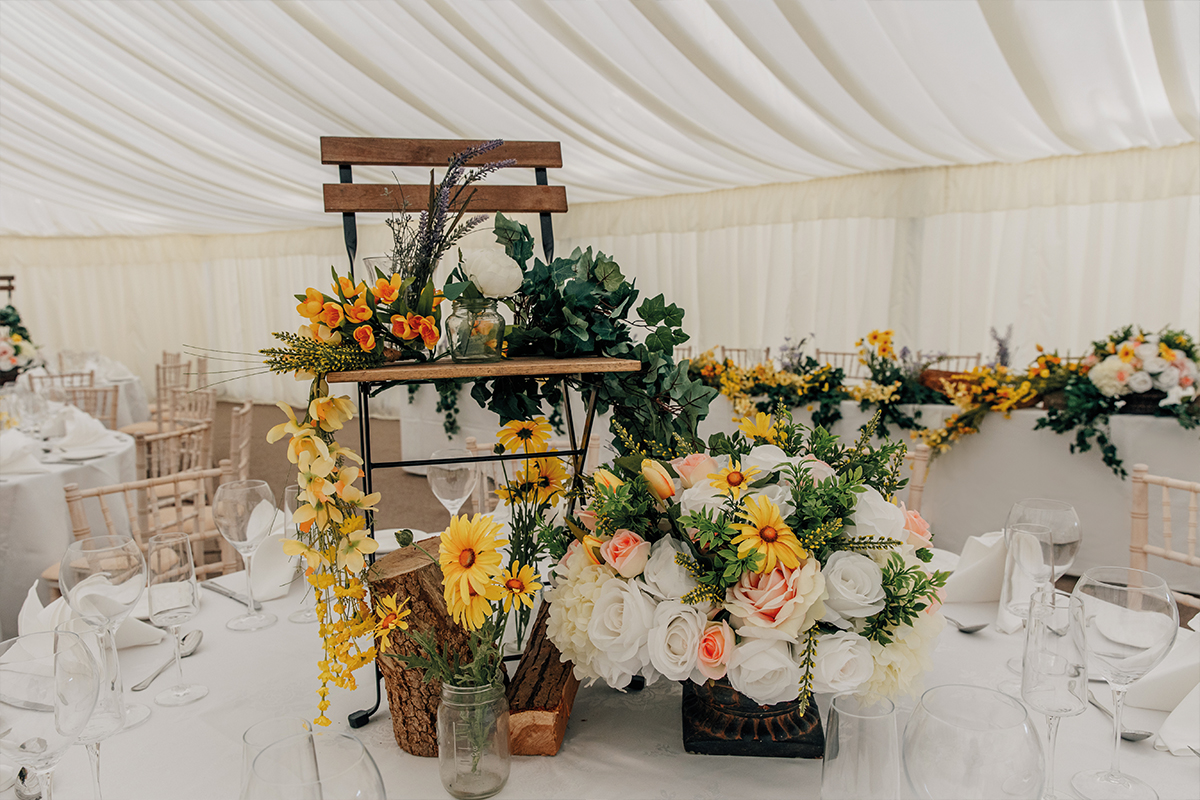 Table florals and centrepiece by Roseparks and Lynsay Borthwick