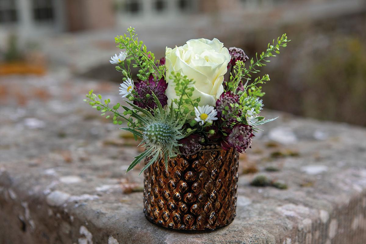 Get Knotted mini floral arrangement